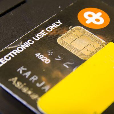 Kuluneita pankkikortteja