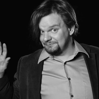 Ismo Leikola kiertää Suomen kaupunkeja jouluun saakka.