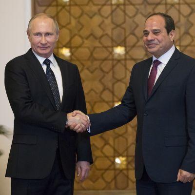 Vladimir Putin ja Abdel Fattah al-Sisi tapasivat Kairossa.