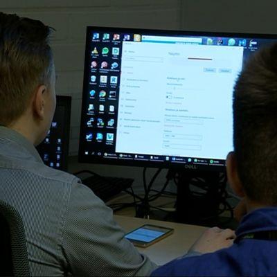 Jyväskylän yliopisto aikoo kouluttaa tuhat tekoälyn taitajaa kahdessa vuodessa.