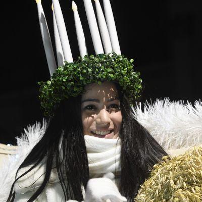 Uutisvideot: Itsenäisyyden juhlavuoden Lucia-neito kruunataan Helsingin tuomiokirkossa