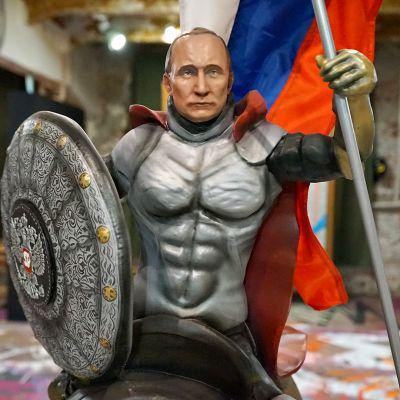 Moskovassa on avattu näyttely, jossa Venäjän presidentti Vladimir Putin esitellään voittamattomana supersankarina.