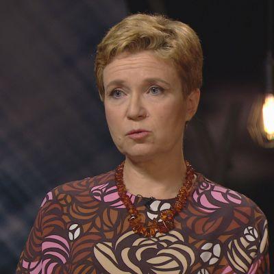 Maarit Tastula haastattelee Sirpa Kähköstä