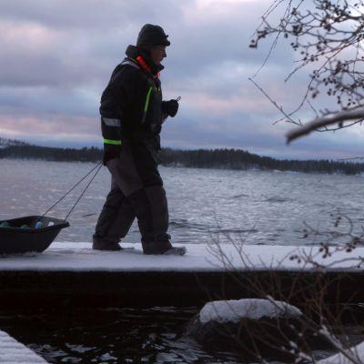 Kalastus Päijänteen jäällä ei onnistunutkaan, koska jäätä ei ollut.