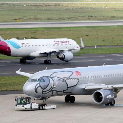 Niki-lentoyhtiön kone Düsseldorfin lentokentällä elokuussa 2017.