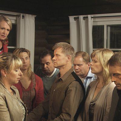 Tapio Piiraisen traaginen komedia kertoo suomalaisesta työyhteisöstä ja tyky-päivästä.