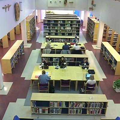 Lapin yliopiston kirjaston lukusali