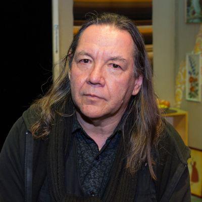 Teatteriohjaaja Olli-Matti Oinonen.