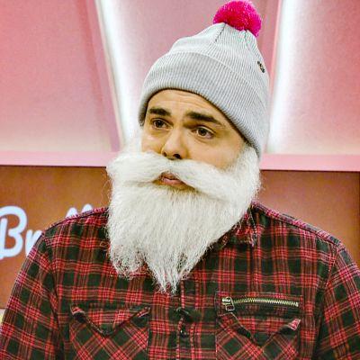 Brother Christmas -hyväntekeväisyyshahmona tunnettu Ari Koponen vieraili aamu-tv:ssa joulukuussa 2017.