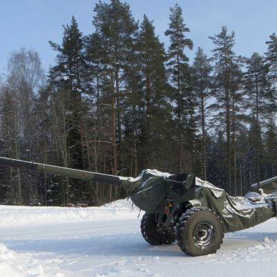 Huutokaupattava kenttätykki on mallia 130 K 54.