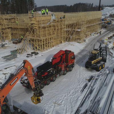 Uuteen 220 metriä pitkään siltaan tarvitaan yli miljoona kiloa terästä.