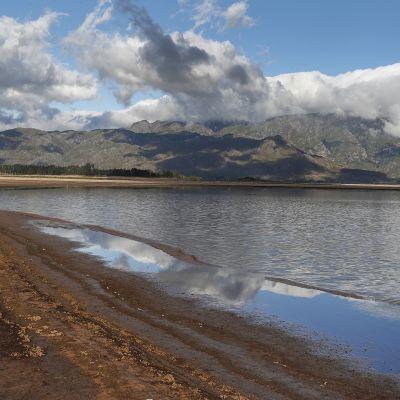 Kapkaupungin lähistöllä sijaitsevan Theewaterskloof Dam -altaan vesiraja oli kriittisen alhaalla 23. tammikuuta.