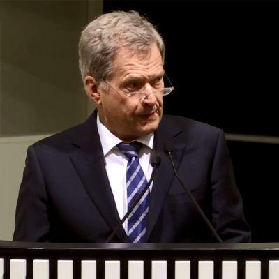 Presidentti Niinistö kunnioittaa sisällissodan muistovuotta