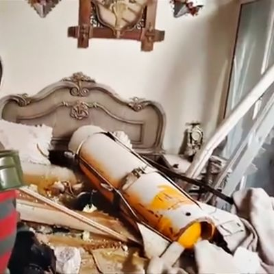 Douman väitetyssä kaasuiskussa käytetty kaasusäiliö on pudonnut asuinrakennuksen katon läpi sängylle.