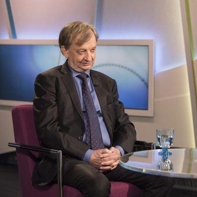 Harry Harkimo TV1:n Ykkösaamun vieraana 21. huhtikuuta.