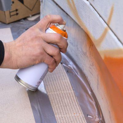 Katutaideyhdistys Urbaani maalaa katutaidetta sähkökaappeihin.