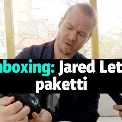 Jared Leton paketin avaamista