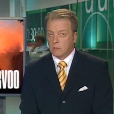 Matti Rönkä kertoo tv-uutisisa Porvoon tuomiokirkon palosta