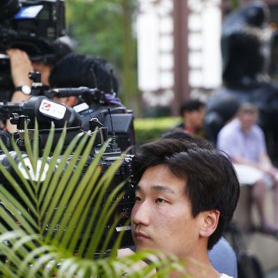 Tv-kuvaaja tapaamispaikalla