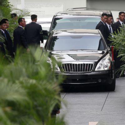 Kim Jong-un saapui St. Regis hotelliin Singaporessa 10. kesäkuuta.