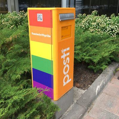 postilaatikko pride-väreissä