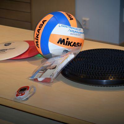 Vähänkyrön kirjastosta voi lainata vaikkapa lentopallon tai frisbeekiekkoja.