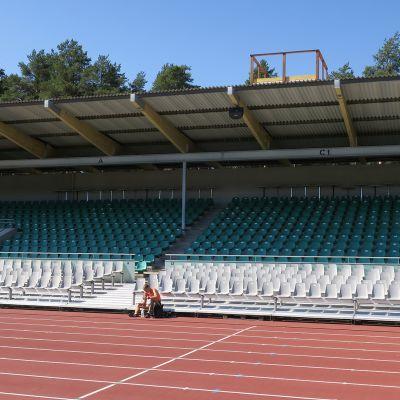 Harjun stadionin pääkatsomo.