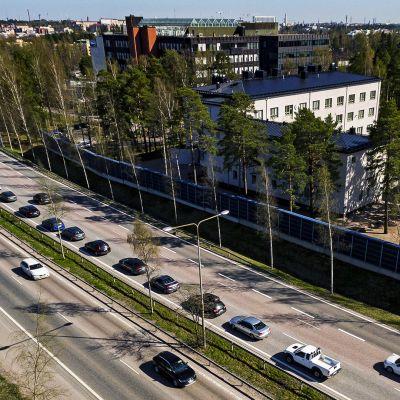 Moottoritie ja asutusta.