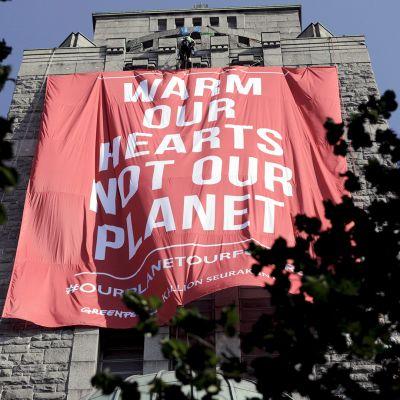 Greenpeacen mielenosoitus Helsingin Kalliossa.