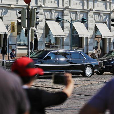 Autosaattue Esplanadilla.