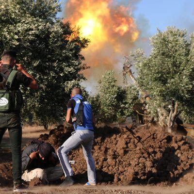 Syyrialaiskapinalliset ampuivat raketteja kohti hallituksen joukkoja al-Haran kaupungissa Daraan maakunnassa 16. heinäkuuta.