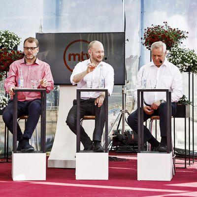 Vasemmistoliiton puheenjohtaja Li Andersson (vas), keskustan puheenjohtaja Juha Sipilä, sinisen tulevaisuuden puheenjohtaja Sampo Terho, SDP:n puheenjohtaja Antti Rinne sekä perussuomalaisten puheenjohtaja Jussi Halla-aho.