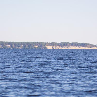 Ärjänsaari Oulujärveltä kuvattuna
