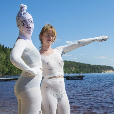 Kaja Mærk Egeberg ja taideperformanssi Ärjänsaaressa