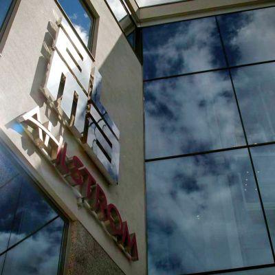 Alma Media -mediakonsernin ja Ahlstrom-yhtiön toimistorakennus Alvar Aallon kadulla Helsingissä.