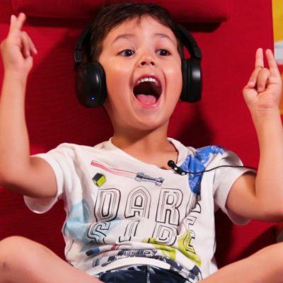 Lauri Pasio, 5, riemuitsee
