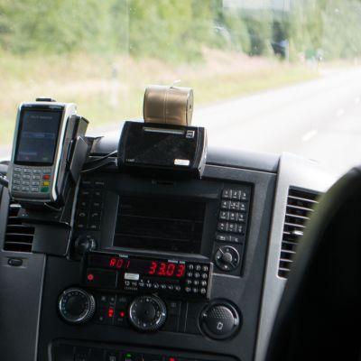 Kelakyytejä kuljettavan taksin laitteistoa