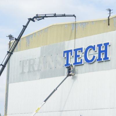 Transtech:in kirjainten poistamista Otanmäen tehtaalla