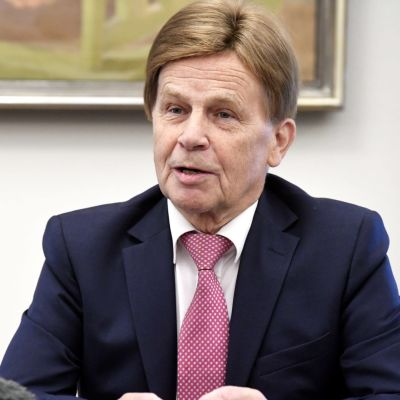 Mauri Pekkarinen jättää eduskunnan