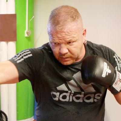 Sami Elovaara nyrkkeilee