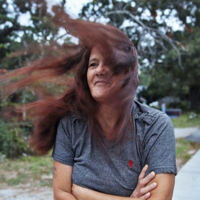 Linda Stephens tuulessa.