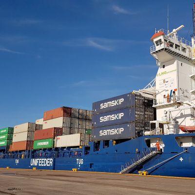Laiva Mussalon satamassa