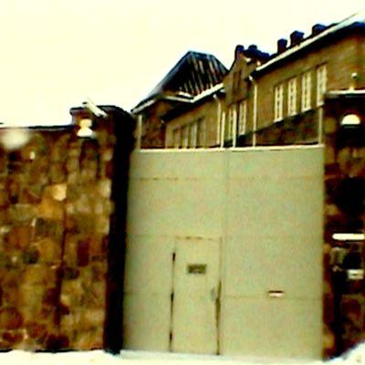 Vankila ulkopuolelta kuvattuna