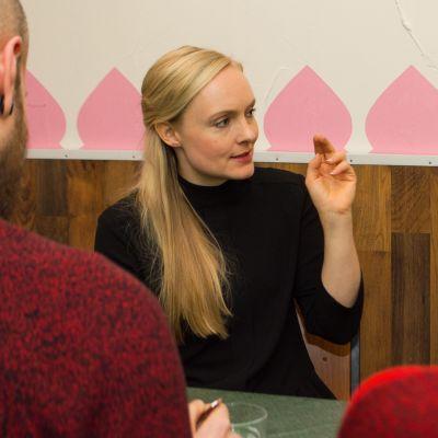 Maria Ohisalo kuopiolaisessa ravintolassa 17.10.