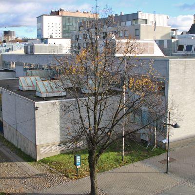 Lappeenrannan seurakuntakeskus kuvattuna Kauppakadun puolelta.