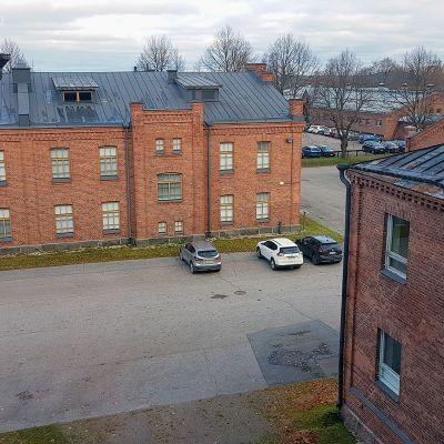 Näkymä kasarmirakennus 2. ikkunasta
