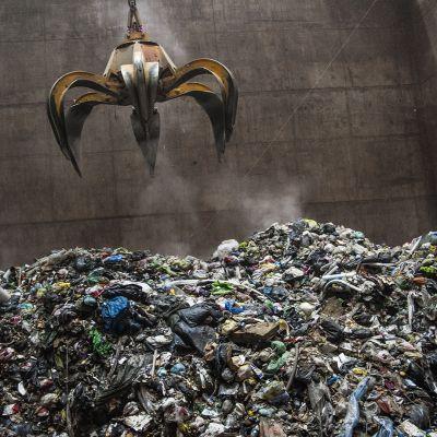 Yhdyskuntajätettä Riikinvoiman jätteenpolttolaitoksella