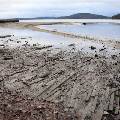 Bild på strand som visar hur lågt vattenståndet är i Päijänne.