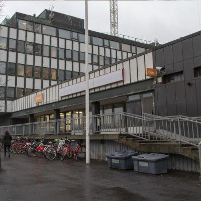 Postiaukiolla sijaitseva Oulun Pääposti avattiin vuonna 1963.