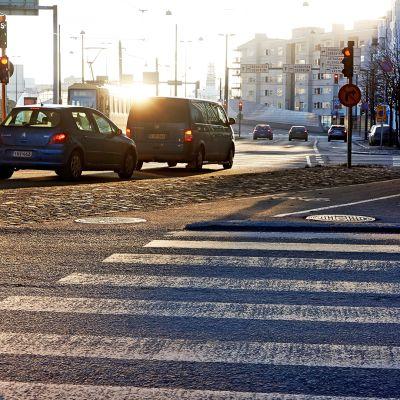 Liikennettä Helsingin Ruoholahdessa.